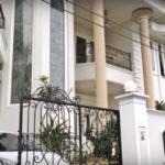 desain eksterior rumah klasik gaya eropa 150x150 - Ide Model Desain Garasi Rumah
