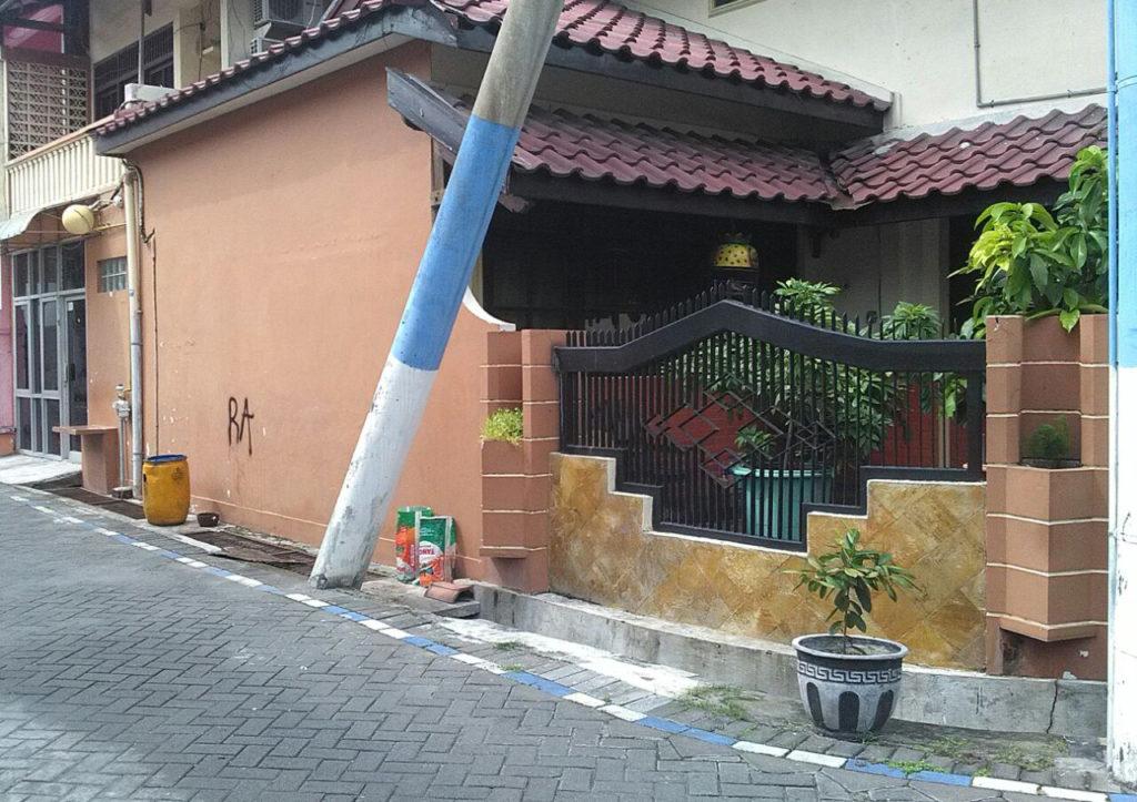 desain pagar rumah tampak samping 1024x723 » Ide Membangun Pagar Rumah yang Menarik