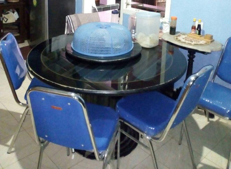 model meja makan bundar 800x585 - Tips Membeli Meja Makan yang Terbaik