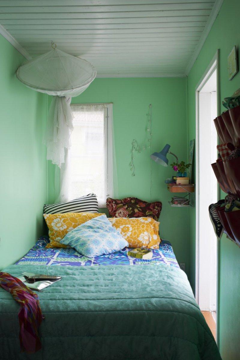 ruangan di rumah sempit tak masalah coba model kamar ini » Ini 18 Ide Menarik Desain Kamar Tidur yang Membuat Anda Mudah Terlelap